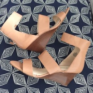 NEW Nine West wedge sandal, natural/nude Sz 8